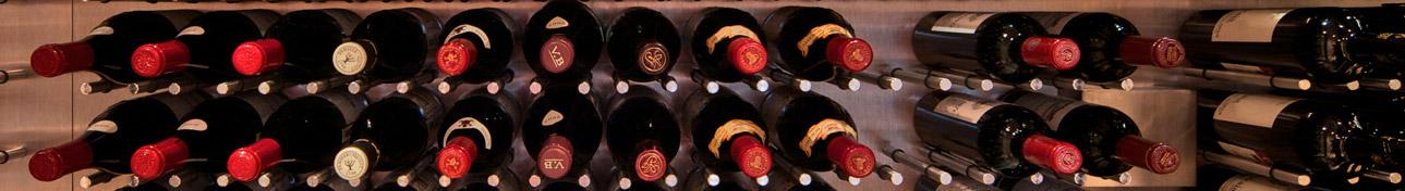 Butelki leżakujące w piwnicy