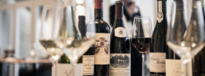 Degustacja wina - butelki i kieliszki